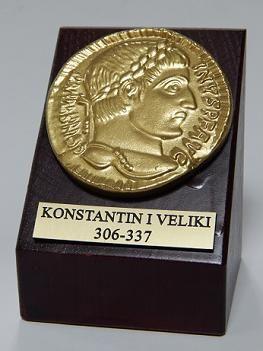 Suvenir PLAKETA, drvo i keramika, kocka, Car Konstantin